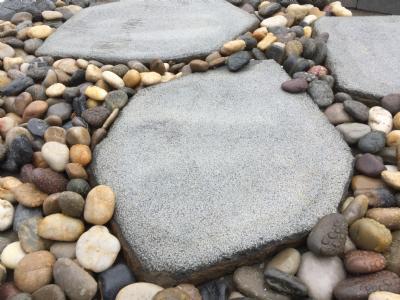 salg af Naturformet trædesten i basalt