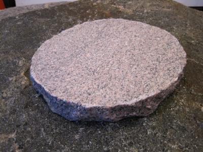 salg af Trædesten - rød granit