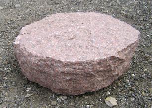salg af Trædesten i rød indisk granit