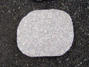 salg af Trædesten, rosa granit