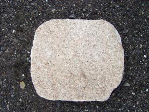 salg af Trædesten, Gylden/gul granit