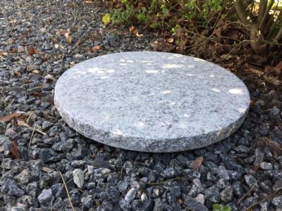 Trædesten Rund - Grå granit