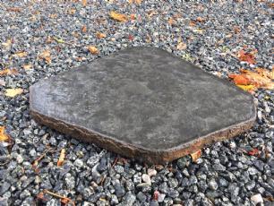 salg af Trædesten - sort basalt, jetbrændt