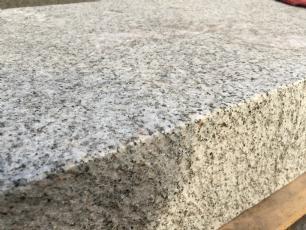salg af Jetbrændt granittrappetrin i grå indisk granit