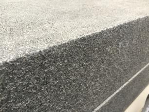 salg af Trappetrin gråsort granit