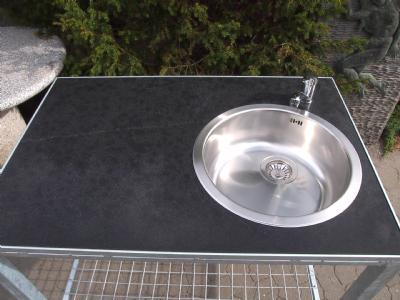 udekøkken med vask armartu og granitbordplade