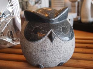 salg af Ugle i gråsort poleret granit