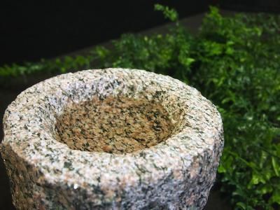Urne fuglebad i granit