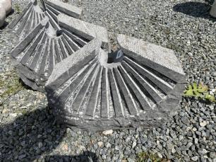 """salg af Vandsten i sort granit """"Solstråle"""""""