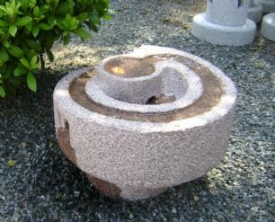 """salg af Komplet vandsten i rødlig granit """"Snegl"""""""