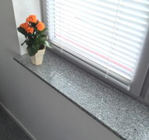 salg af Vindueskarm/bundstykke i lysgrå granit