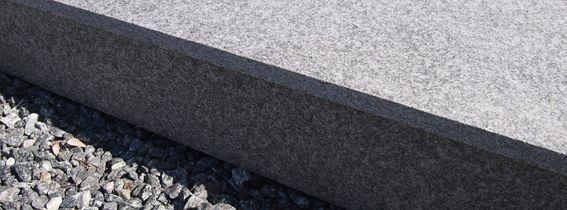 Trappe med beklædning af 20 mm basalt plader.